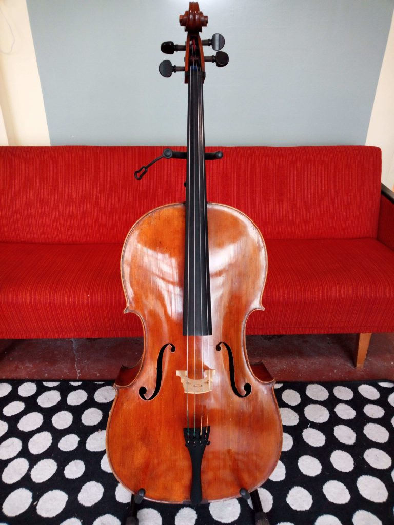 Cello 4/4 aus Ungarn Frontansicht